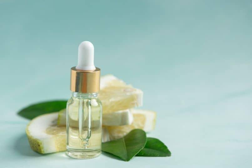 botella de serum facial casero par todo tipo de piel