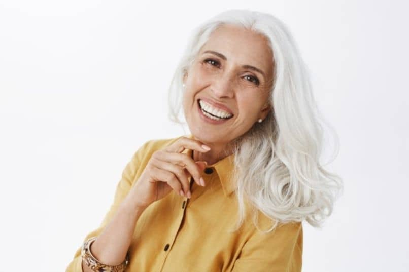 mujer adulta con un rostro saludable