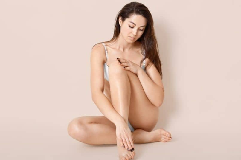 mujer sentada colageno hidrolizado en polvo
