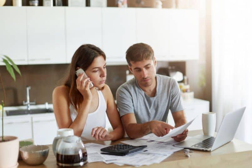 pareja calcula precio histerosalpingografia