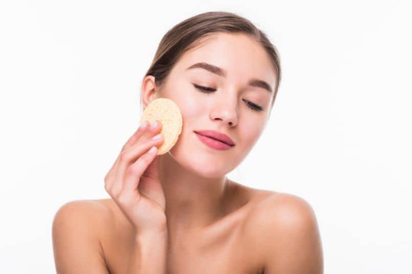 mujer quitar manchas crema hidroquinoa arbutina